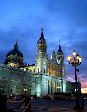 Die Almudena Kathedrale in Madrid