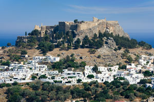 Rhodos: Blick zur Akropolis von Lindos