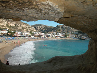Die berühmte Höhle in Matala auf Kreta