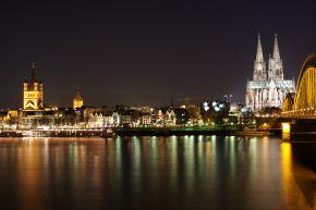 Blick vom Rhein auf Köln