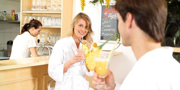 Poolbar beim Wellnesshotel in Oberösterreich